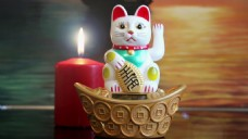 实拍招财猫蜡烛视频