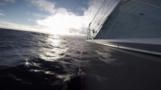 航行在海上的小船