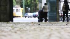 虚焦人物逛街视频