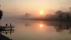 夕阳湖边风景视频