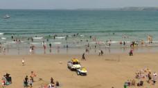 人物沙滩玩耍视频