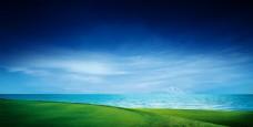 草原上的湖泊