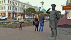城市广场人物雕像视频
