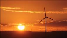 夕阳下的风车景色