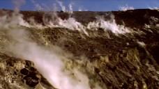 实拍自然火山冒烟视频