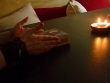实拍家庭蜡烛桌面视频