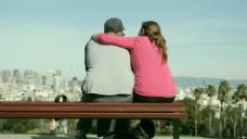 享福搀扶的夫妻视频