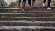 实拍阶梯人物脚步视频