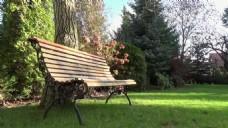 实拍长廊长椅公园视频