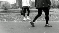 黑白人物街道走路视频素材