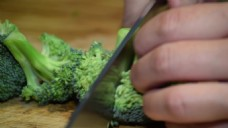 厨师刀切西兰花视频