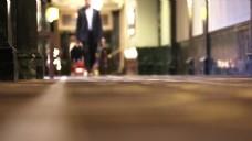 商务人物行走的视频