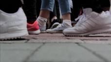 人物行走的视频拍摄