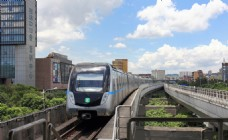 地铁列车进站