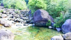 石头小溪视频