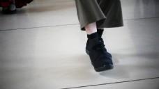 人物行走脚步特写视频