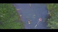 航拍河流划船视频