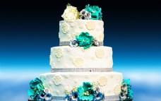 三层婚礼奶油蛋糕