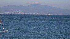 海面航行大山视频素材
