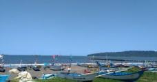 海滩船只停靠