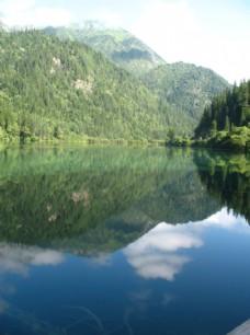 美丽山林湖泊美景