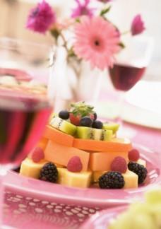 盘子里美味的水果拼盘