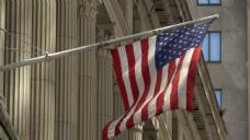 美国国旗飘扬在纽约华尔街