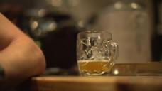 Pub酒吧的一杯啤酒