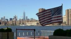 美国国旗曼哈顿天际线