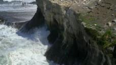 悬崖上的波浪