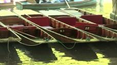 河上的平底船