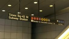 靠近地铁站的时代广场的标志