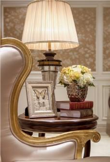 轻奢简约欧式客厅台灯装修效果图