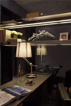 欧式沉稳大气书房书桌台灯装修效果图